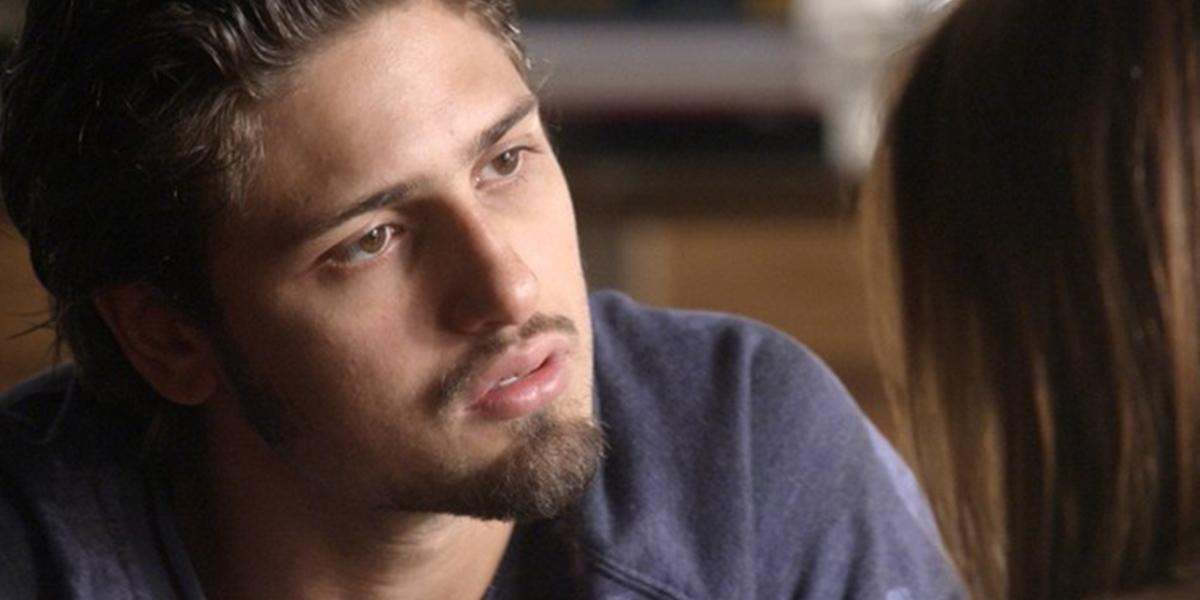 Rafael (Daniel Rocha) fica arrasado após levar fora de Lili (Vivianne Pasmanter) em Totalmente Demais (Foto: Reprodução/Globo)