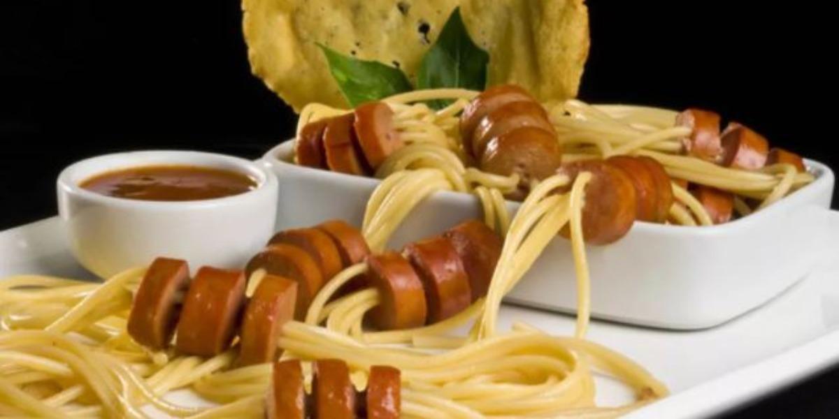 Varal de salsicha feito por Ana Maria Braga (Foto: Reprodução)
