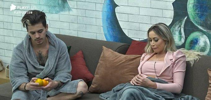 Biel e Carol Narizinho conversaram no reality show da Record TV (Foto: Reprodução) A Fazenda