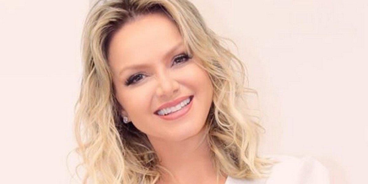 Eliana, apresentadora do SBT, participou de programa do Grupo Globo na TV paga (Foto: Reprodução)