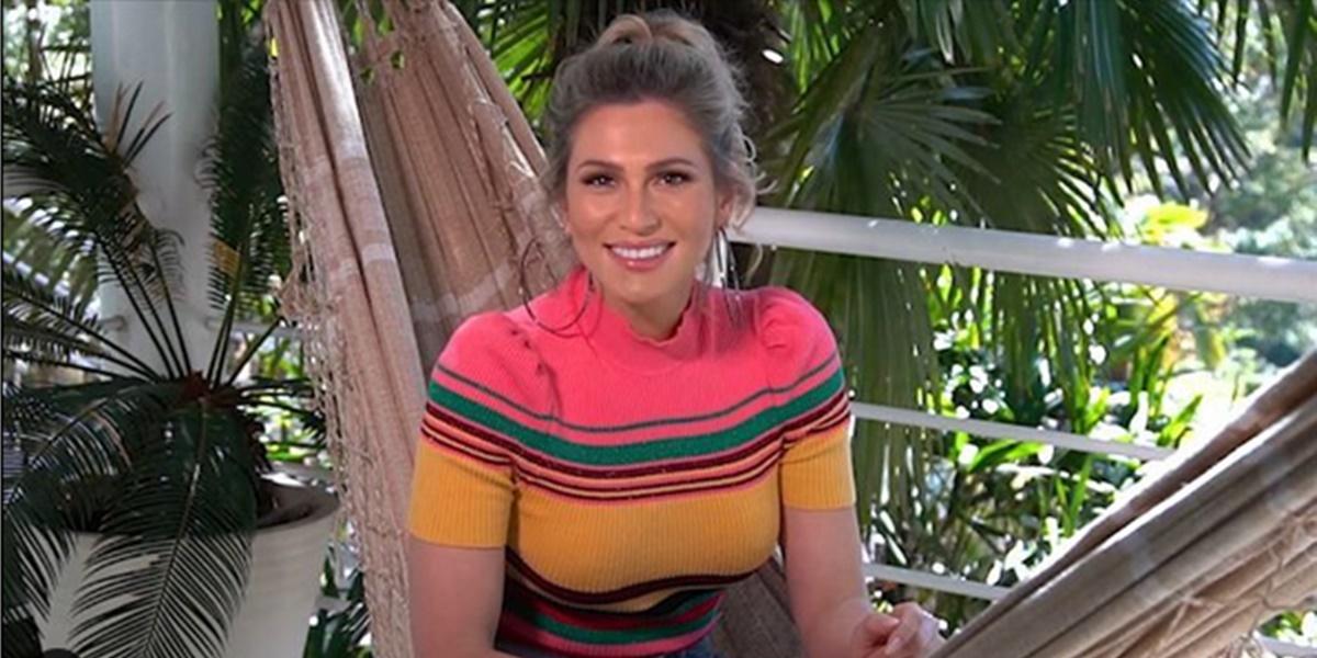 SBT: Lívia Andrade apareceu em vídeo revelando o seu 'paradeiro' aos fãs (Foto: Reprodução)