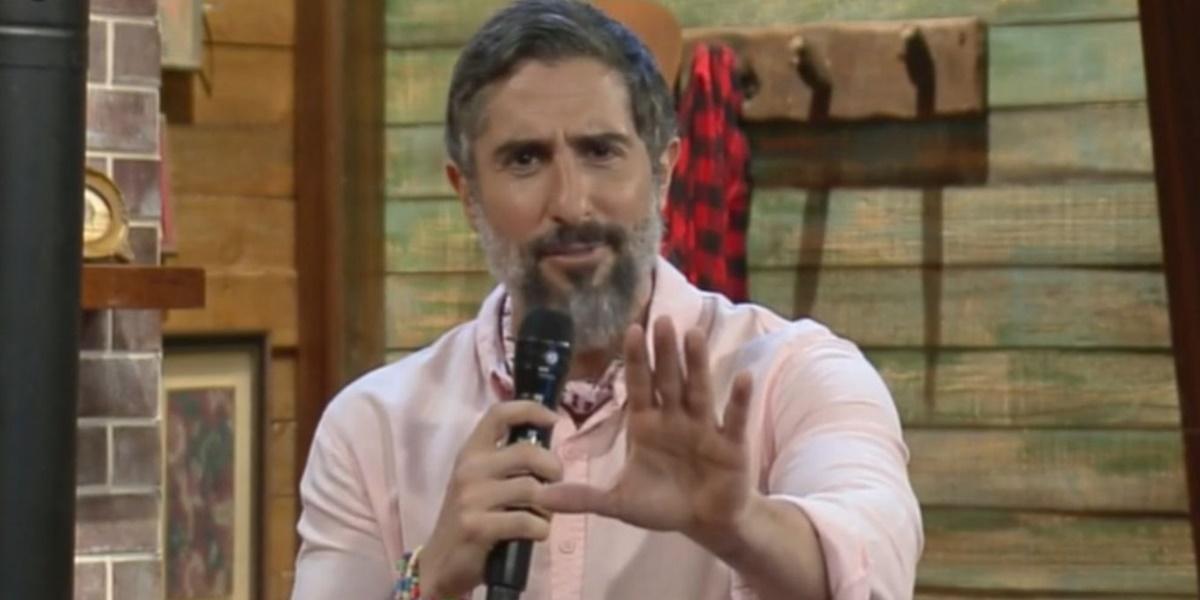 Marcos Mion recebeu críticas após detonar Carol Narizinho ao vivo em A Fazenda 12 (Foto: Reprodução)
