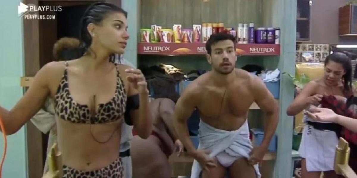 Mariano mostrou demais ao trocar de cueca em A Fazenda 12 (Foto: Reprodução)
