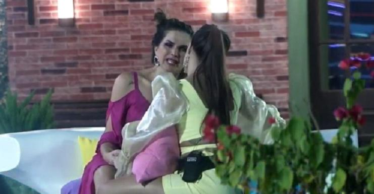 Luiza Ambiel surpreendeu ao surtar com Carol Narizinho - Foto: Reprodução