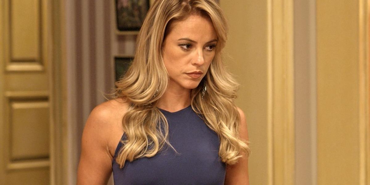 Jeiza (Paolla Oliveira) humilhará o noivo trairá na frente dos amigos em A Força do Querer (Foto: Reprodução/Globo)