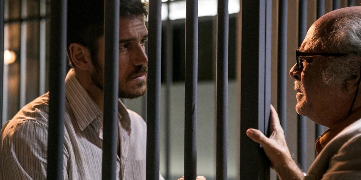 Zeca (Marco Pigossi) com o pai, Abel (Tonico Pereira), em cena de A Força do Querer (Foto: Globo/Raquel Cunha)