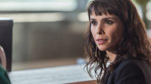 Irene (Débora Falabella) ameaça revelar vício de Silvana (Lilia Cabral) em A Força do Querer (Foto: Artur Meninea/Globo)