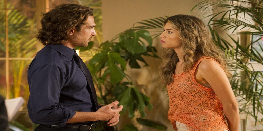 Ester (Grazi Massafera) briga com Alberto (Igor Rickli) em Flor do Caribe