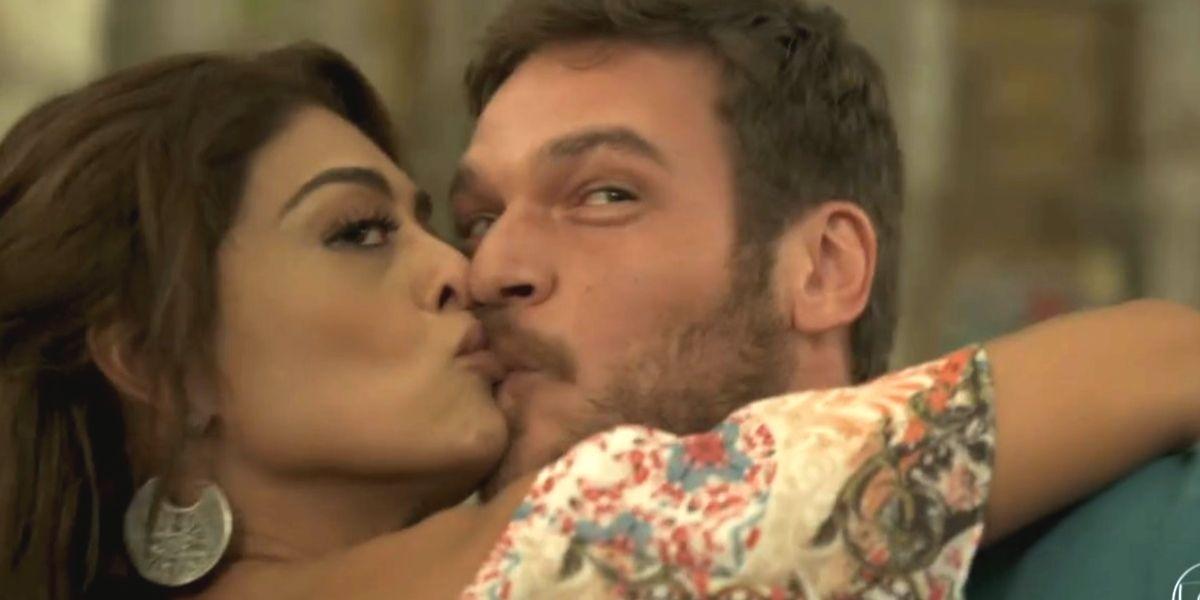 Bibi beija Rubinho e afronta rival em A Força do Querer