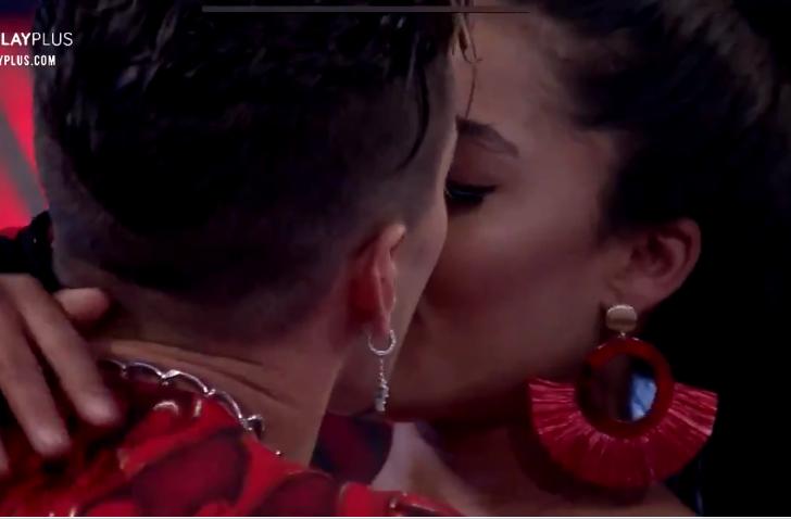 Biel e Tays Reis se beijando (Foto: Reprodução)