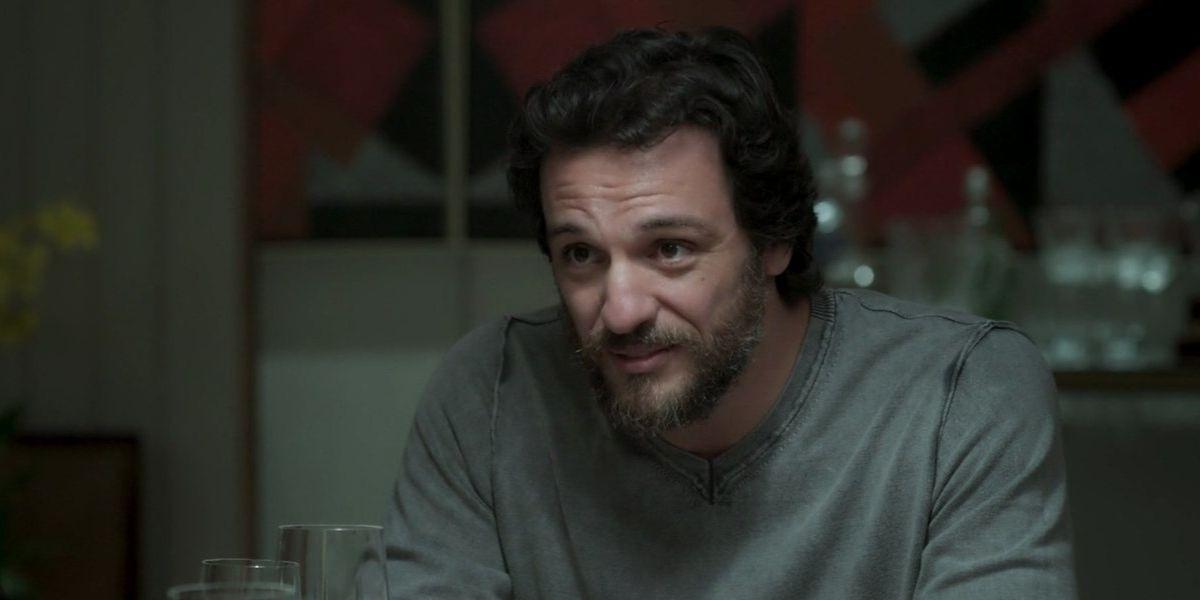 Caio deixa Silvana tensa em sua casa na novela A Força do Querer