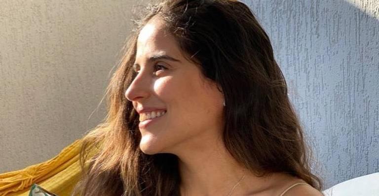 Camilla Camargo posa sorridente - (Reprodução/Instagram)