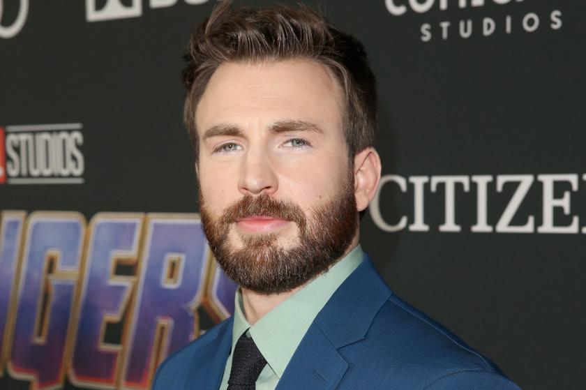 O ator Chris Evans é famoso como o Capitão América (Steve Rogers) nos filmes da Marvel assim como também nos filmes dos Vingadores nos cinemas (Photo by Jesse Grant/Getty Images for Disney)