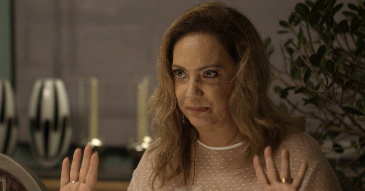 Eliane Giardini em cena de novela da Globo (Reprodução)