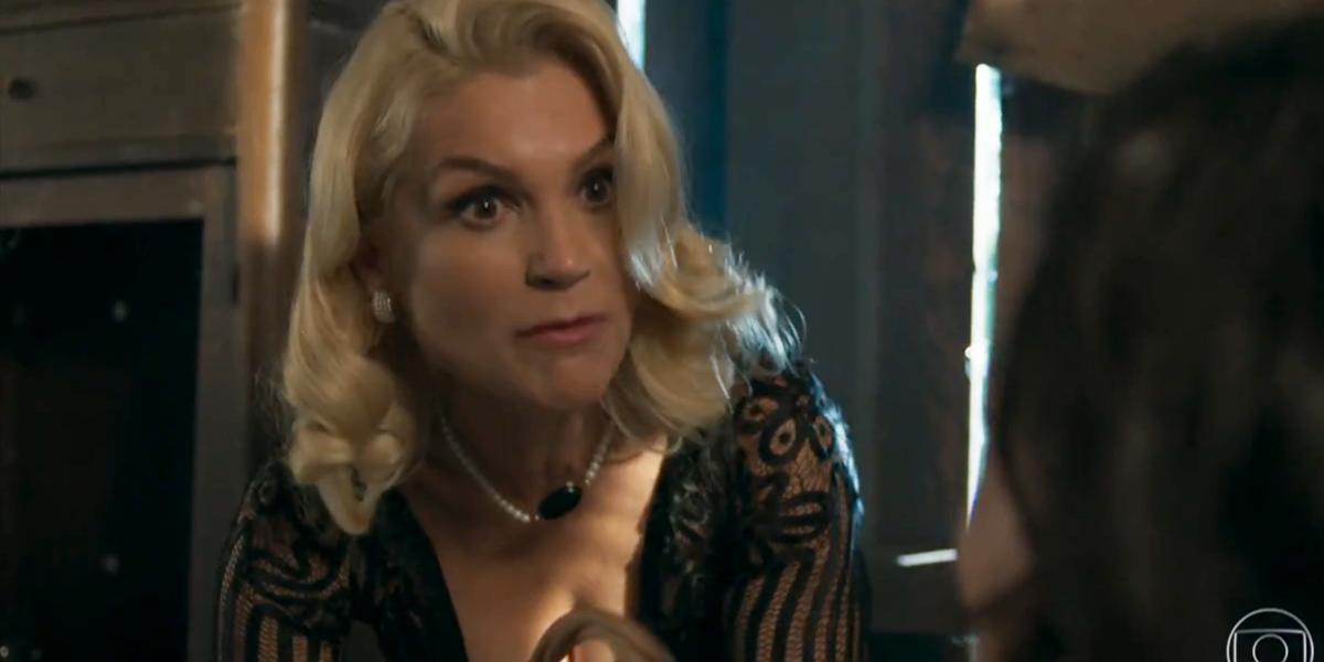 Flávia Alessandra (Sandra) em cena do penúltimo capítulo de Eta Mundo Bom; reprise teve audiência recorde (Foto: Reprodução/Globo)