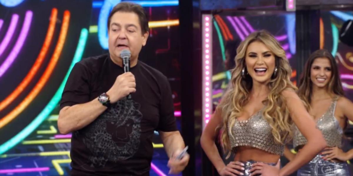 Faustão e sua bailarina Natacha Horana (Foto: Reprodução/TV Globo)