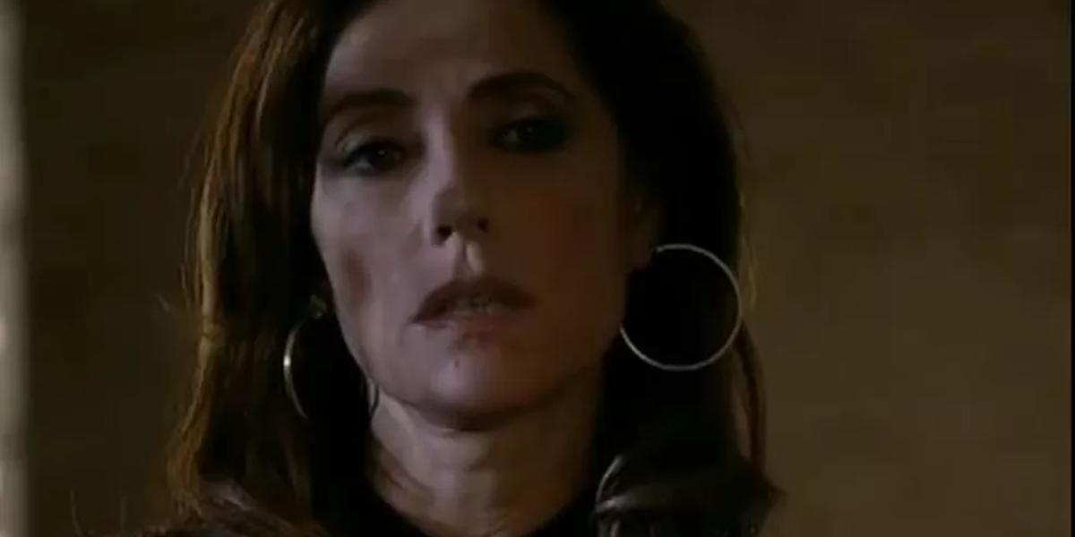 Tereza Cristina (Christiane Torloni) se dá mal no final de Fina Estampa (Foto: Reprodução/Globo)
