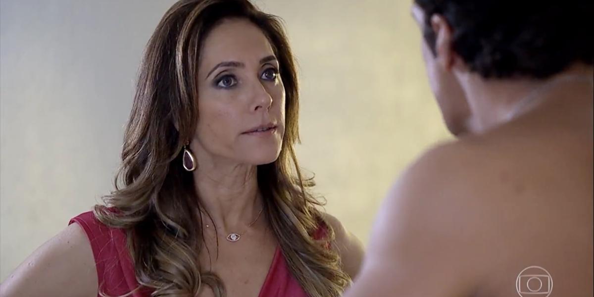 Tereza Cristina (Christiane Torloni) em Fina Estampa; vilã fica aterrorizada com segredo do capanga (Foto: Reprodução/Globo)