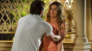 Cassiano (Henri Castelli) é rejeitado por Ester (Grazi Massafera) em reencontro em Flor do Caribe (Foto: Globo/Alex Carvalho)