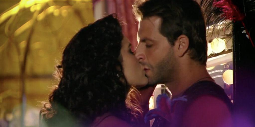 Cristal e Cassiano se beijam em Flor do Caribe