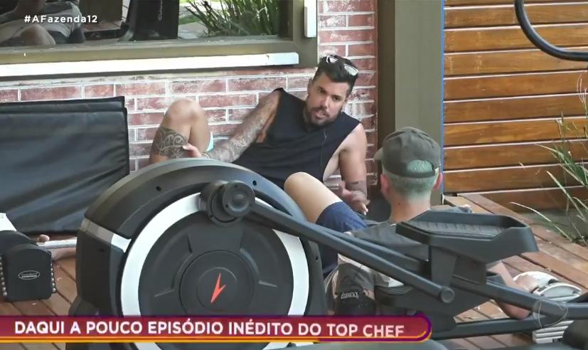 Lipe e Lucas conversaram no reality show da Record TV (Foto: Reprodução) A Fazenda