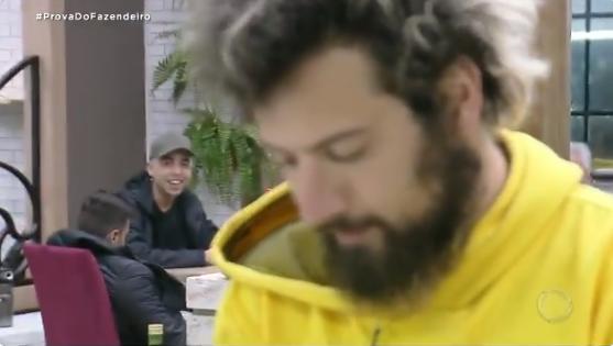 Lucas ironiza Luiza Ambiel no reality show (Foto: Reprodução)