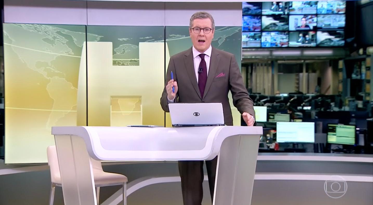 Márcio Gomes levantou a caneta ao vivo (Foto: reprodução/Globo)