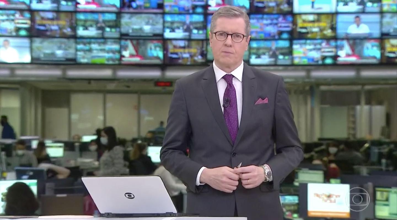 Márcio Gomes no comando do 'Jornal Hoje' (Foto: reprodução/Globo)