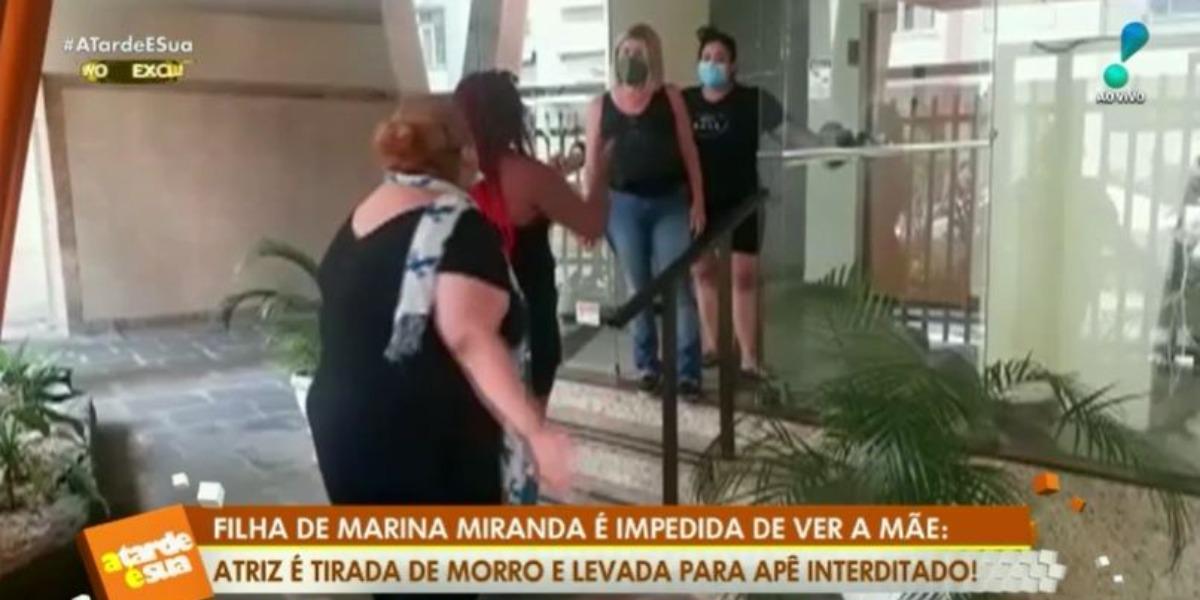 Sylvia Miranda conseguiu entrar no apartamento de Marina Miranda (Foto: Reprodução/RedeTV!)