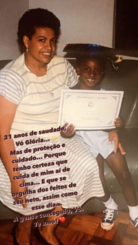Thiaguinho faz homenagem à sua avó (Foto: Reprodução)