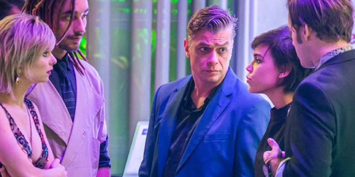 Lu, Jamaica, Arthur e Leila armam para mostrar que Carolina vazou as fotos de Eliza (Foto: Reprodução/Globo)