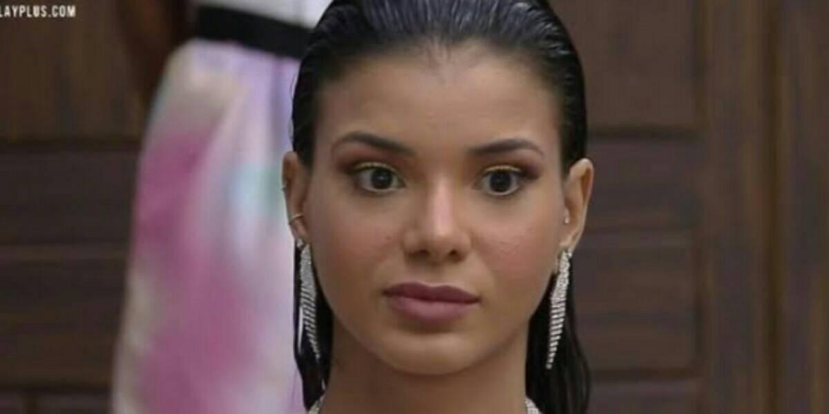 Jakelyne Oliveira desconfia do amor de Biel por Tays em A Fazenda 12 (Foto: Reprodução)