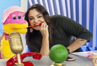 """Fabíola Reipert do quadro """"A Hora da Venenosa"""", do programa """"Balanço Geral SP"""" (Foto: Divulgação/Record)"""