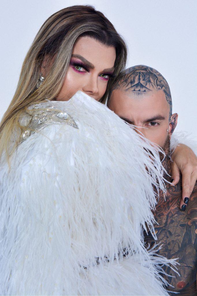 Leo Aquilla ao lado do modelo Thiago Molina (Foto: Anderson Macedo)