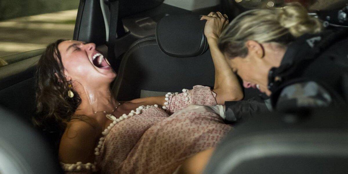 Jeiza é obrigada a ajudar Ritinha em meio a tiroteio na trama de A Força do Querer