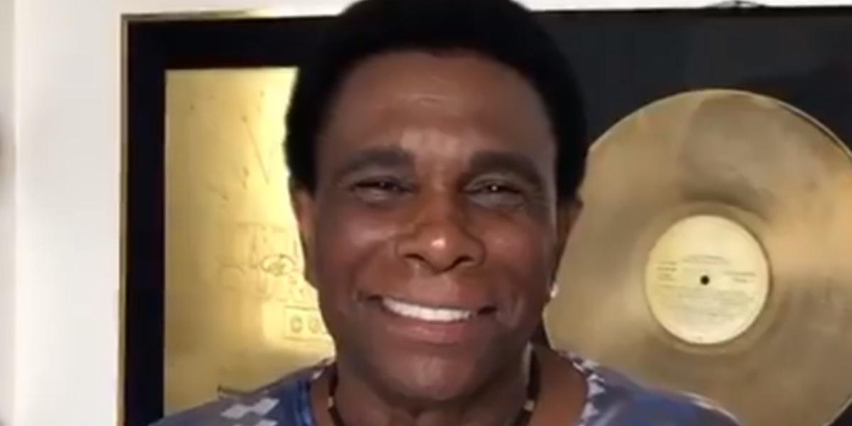 Neguinho da Beija-Flor perdeu o neto de 20 anos após tiroteio em Baile Funk (Foto: Reprodução)