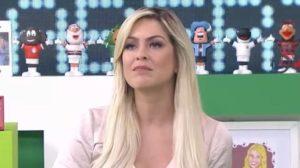 Renata Fan ficou surpreendida com invasão no Jogo Aberto (Foto: Reprodução)