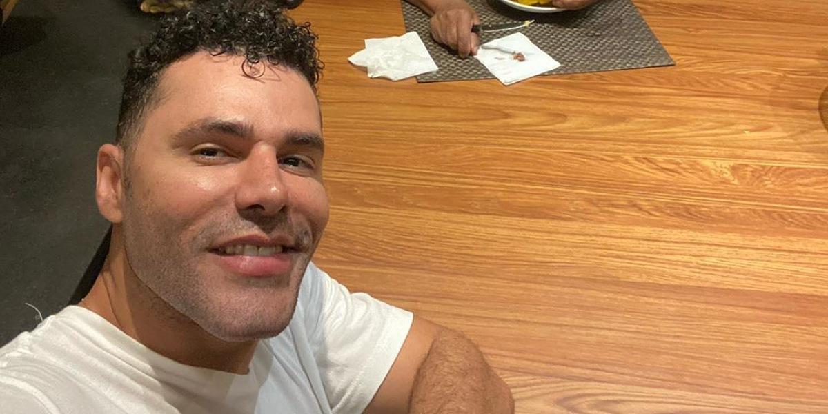 Humorista Rodrigo Sant'Anna vira alvo de críticas após aparecer com rosto diferente (Foto: Reprodução/Instagram)