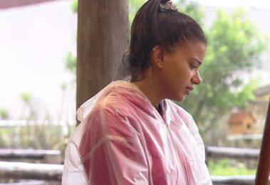 Jakelyne Oliveira se justifica com MC Mirella em A Fazenda 12 após barraco (Foto: Reprodução)