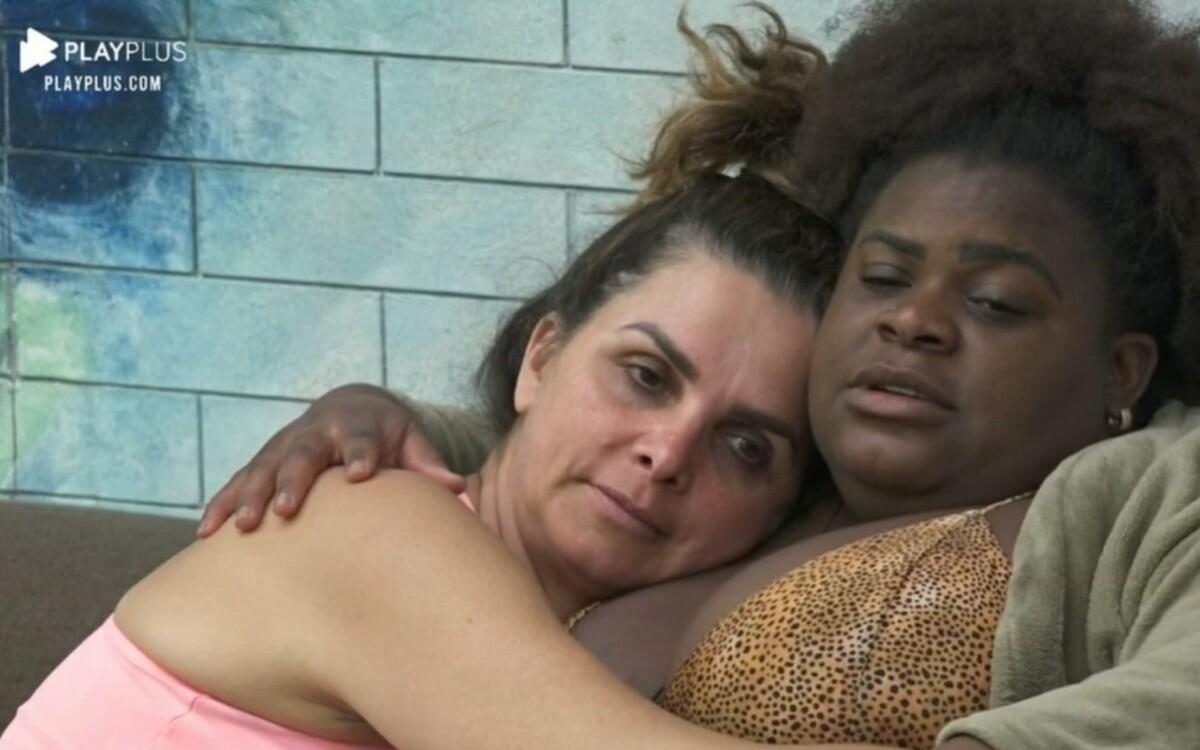 Luiza Ambiel e Jojo Todynho em A Fazenda 12 (Foto: Divulgação)