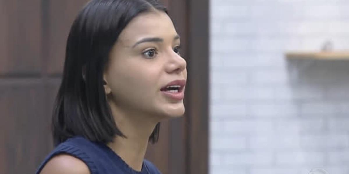 Jakelyne Oliveira delega funções em A Fazenda 12 (Foto: Reprodução)