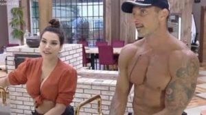 Juliano afirma que Raissa Barbosa já lhe deu mole em A Fazenda 12 (Foto: Reprodução)