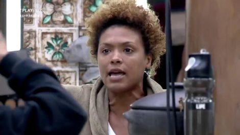 Lidi Lisboa se recusa a comer comida de MC Mirella em A Fazenda 12 (foto: Reprodução)