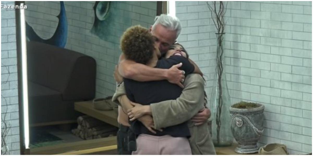 Em A Fazenda, Lidi Lisboa surpreendeu dando beijão em Mateus - Foto: Reprodução
