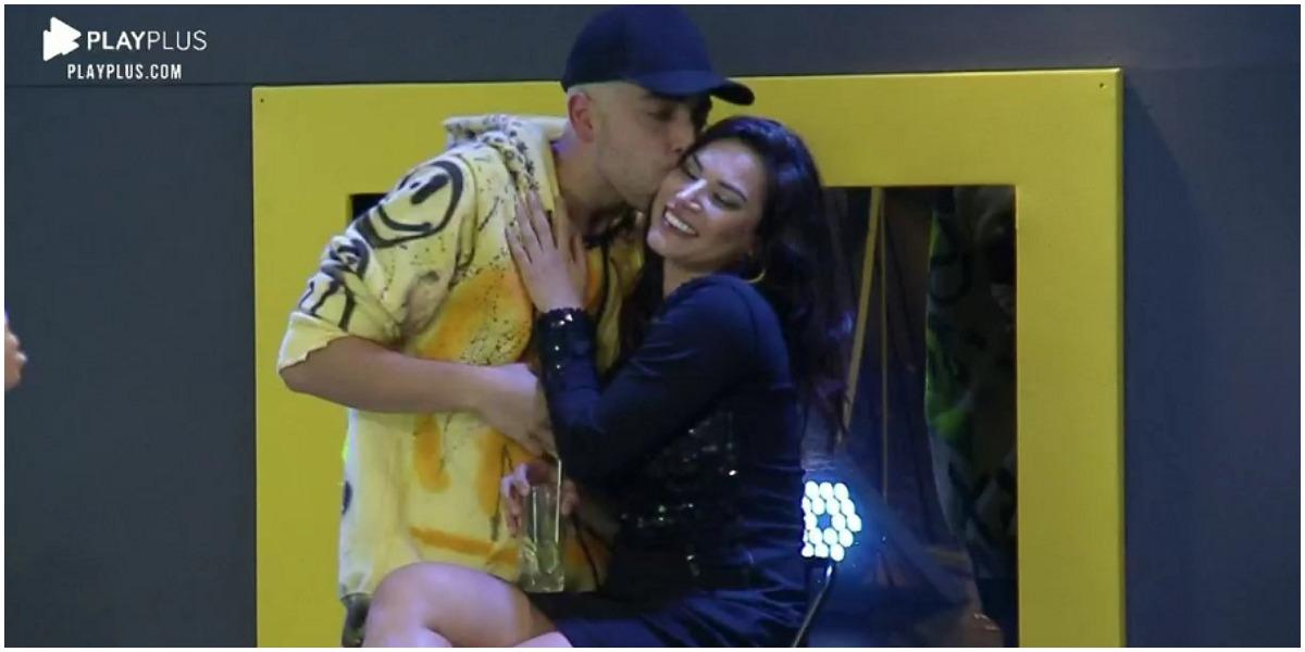 Lucas Selfie e Raissa Barbosa se beijaram na festa de A Fazenda 12 (Foto: Reprodução/ PlayPlus)