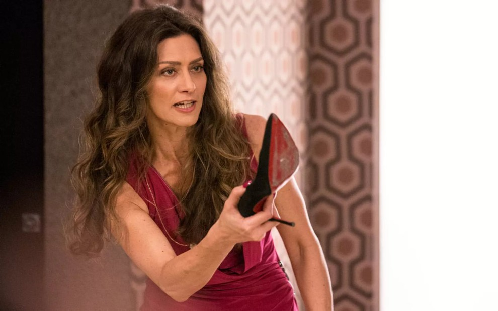 Joyce dará surra em Irene após provocação (Foto: Reprodução/ TV Globo)