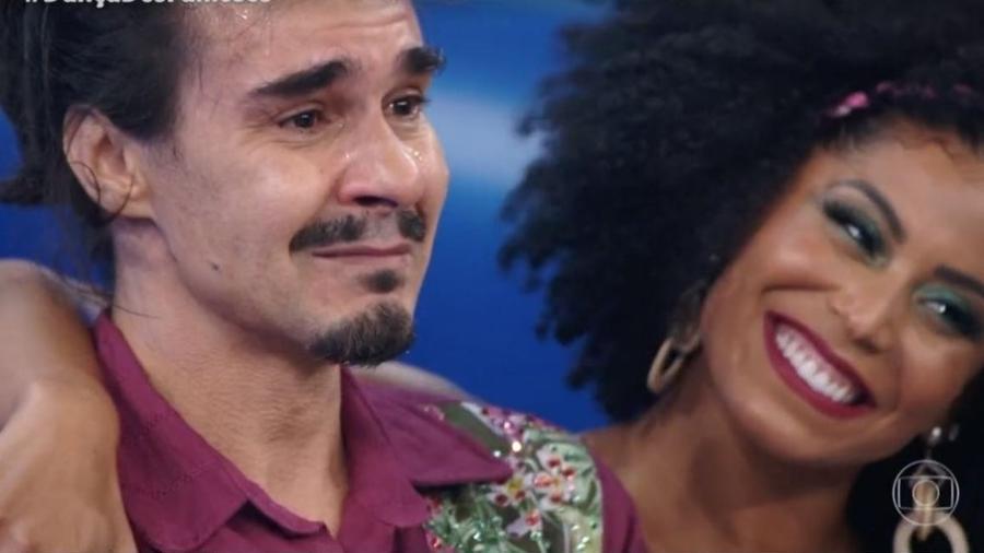 André Gonçalves se emocionou com as palavras do cantor (Foto: Reprodução)