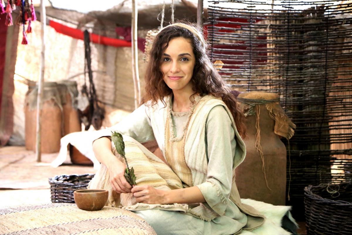 Bruna Pazinato, atriz de novela bíblica da Record TV, assume ser lésbica (Foto: Reprodução)