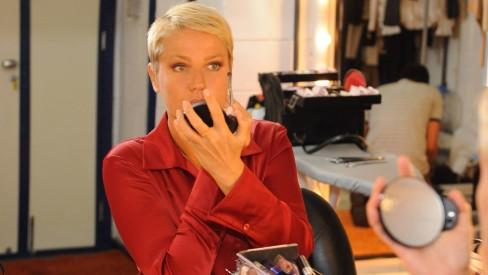 Xuxa em entrevista do passado, quando abriu seu camarim na Globo (Foto divulgação)