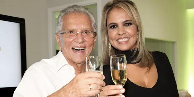 Carlos Alberto e a esposa Renata Domingues (Foto: reprodução)